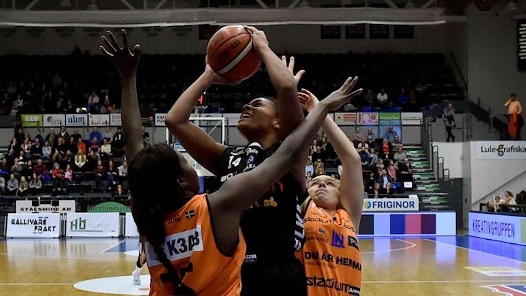 Luleå Baskets Chioma Nnamaka mot Norrköping.