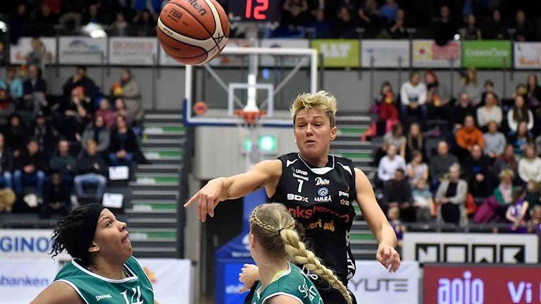 Luleå Baskets Silvia Favento mot Eos.