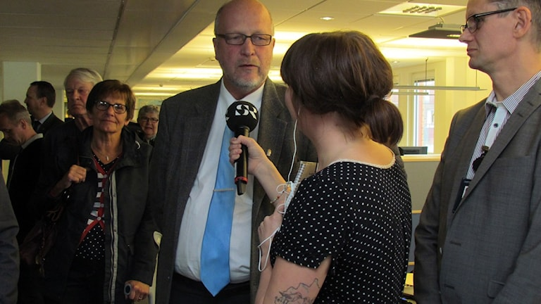 Norrbottens landshövding Sven-Erik Österberg intervjuas av Linnea Luttu under öppet hus. Foto: André Pettersson/Sveriges Radio.