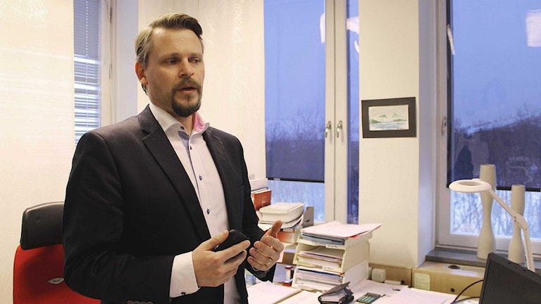 Kirunas skolchef Simon Lindh. Foto: Alexander Linder/ Sveriges Radio.
