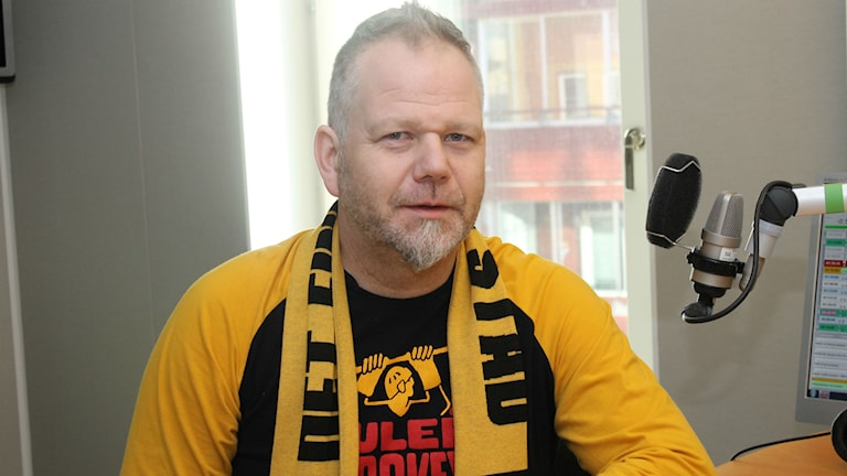 Toyne Ringwald klackledare för Luleå hockeys fans.