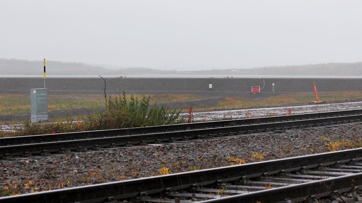 LKAB ska tillfälligt stoppa pumpningen av vatten från Luossajärvi till Luossajoki.