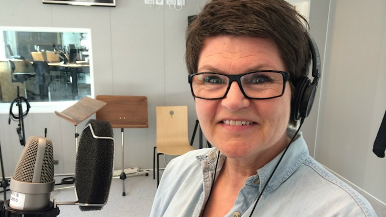 Agneta Krohn Strömshed tipsar om böcker i P4 Norrbotten. Foto: SR/Anton Bennebrant