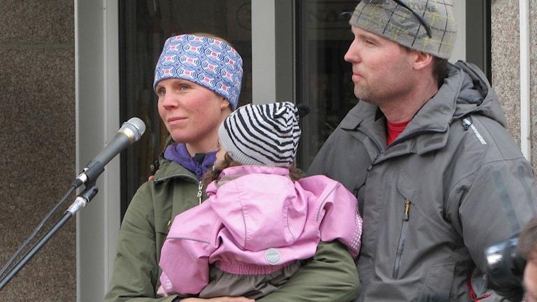 Maria Gevokiyan och fosterföräldrarna Jens Marklund och Lisa Marklund var på plats i Piteå