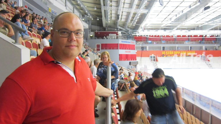 Robert Hedlund, kommunikationschef på Luleå Hockey. Foto: Kerstin Janemar / Sveriges Radio.