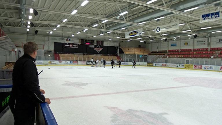 Hockeyträning med Asplöven i Arena Polarica i Haparanda. Foto: Carin Sjöblom/Sveriges Radio.