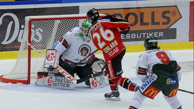 Luleå Hockeys Peter Cehlarik mot Frölunda. Foto: Alf Lindbergh/Pressbilder.