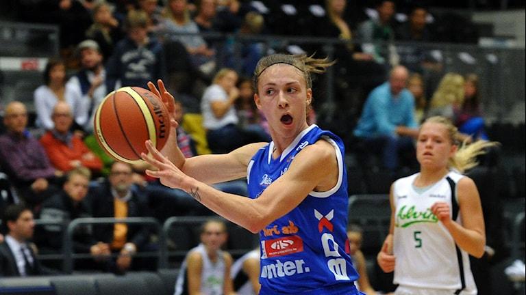 Northland Baskets Matea Tavic mot Alvik. Foto: Alf Lindbergh/Pressbilder.