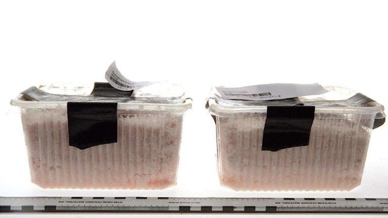 Tejpade plastförpackningar med misstänkt narkotika. Foto ur polisens förundersökning.