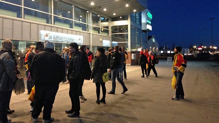 Luleås supportrar utanför arenan. Foto: Sveriges Radio.