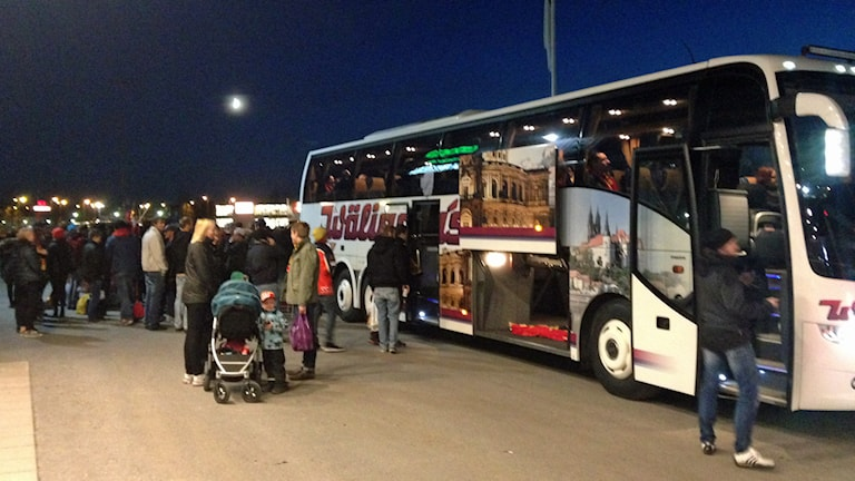 Luleåfans supporterbussar vid Coop Arena. Foto: Elina Perdahl/Sveriges Radio.