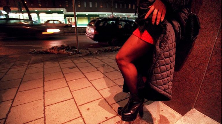 Kvinna säljer sex på gatan. Foto: