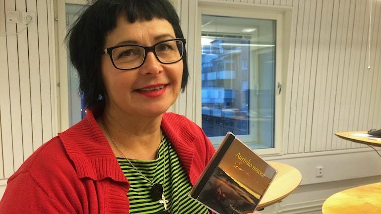 Ritvaelsa Seppälä, stiftsadjunkt för sverigefinskt och meänkielispråkigt arbete i Luleå stift. Foto: Lena Callne/Sveriges Radio.