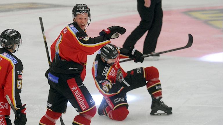 Luleåhockey och Per Ledin firar mål mot Växjö i SHL