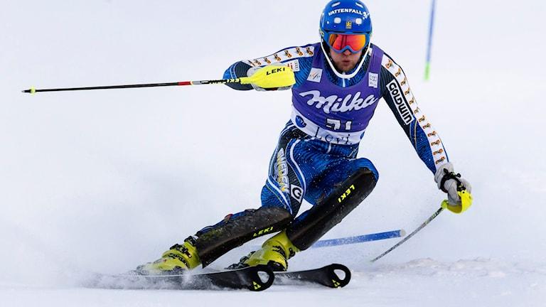 Anton Lahdenperä i slalompremiären i Levi 2013. Foto: Vilhelm Stokstad/TT.