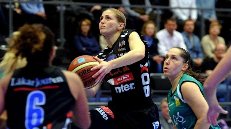 Martina Stålvant, Northland basket, mot Eos. Foto: Alf Lindbergh/Pressbilder.