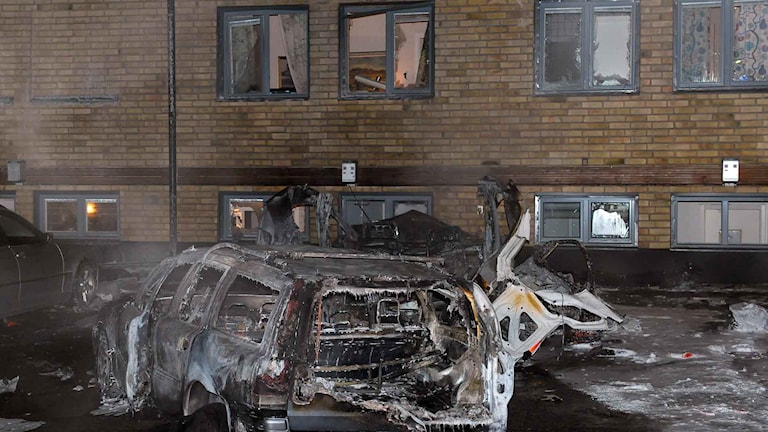 BIlen totalförstördes och rutor krossades i explosionen i Luleå. Foto: Alf Lindbergh / Pressfoto