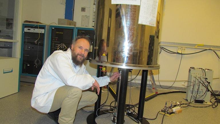 Oleg Antzutkin, professor inom gränsytors kemi vid LTU. Foto: Turi Wennberg/Sveriges Radio.