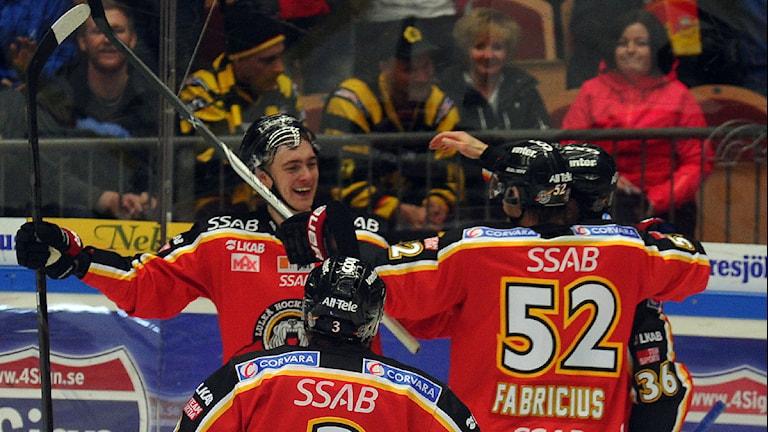 Luleå Hockeys Johan Forsberg jublar efter mål mot Skellefteå. Foto: Alf Lindbergh/Pressbilder.