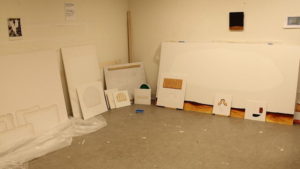 Konstateljén där Magnus spenderar sina dagar för att måla. Foto: David Ohlsson/Sveriges Radio.