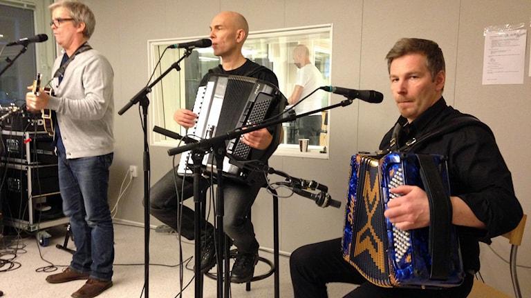 Janne Johansson och hans band i P4 Norrbottens studio. Foto: Fredrika Johansson/Sveriges Radio.
