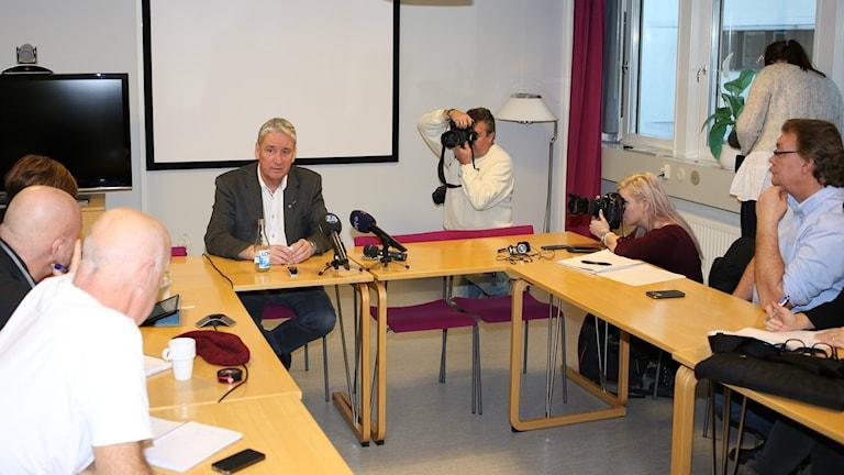 Kent Ögren, landstingsråd S höll presskonferens om sin framtid.
