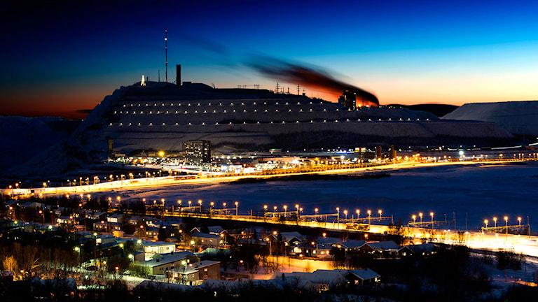 Lyssnarbild: LKAB i skymning, Kiruna. Foto: Anders Nilsson.
