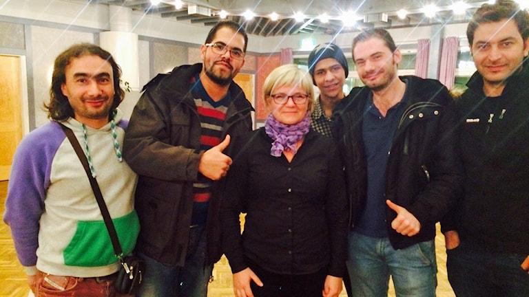 Pia Huuva lär ut svenska till asylsökande i Övertorneå. Foto: David Zimmer/Sveriges Radio.