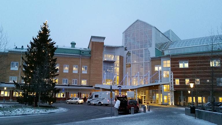 Huvudentrén till Sunderby sjukhus. Foto: Carin Sjöblom/ Sveriges Radio.