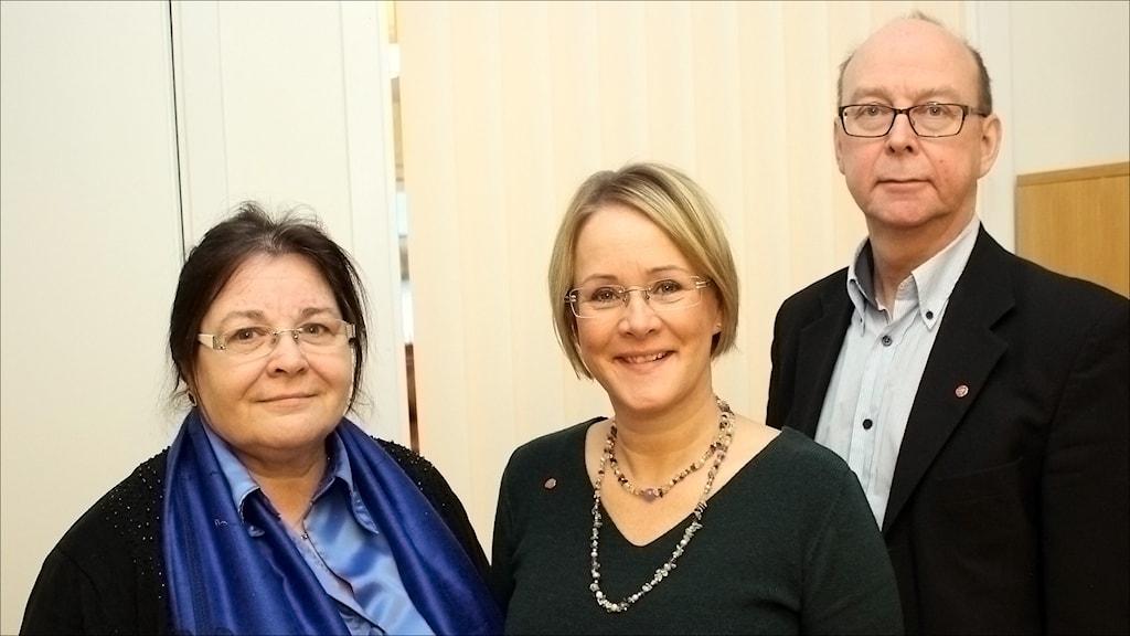 Den rödgröna majoritetens landstingsråd Agneta Granström (MP), Maria Stenberg (S) och Glenn Berggård (V). Foto Stig-Arne Nordström/Sveriges Radio.