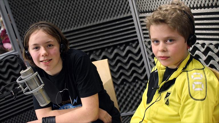 Klöverträskskolans Edit Karlsson och Edwin Hamberg. Foto Stig-Arne Nordström/Sveriges Radio.