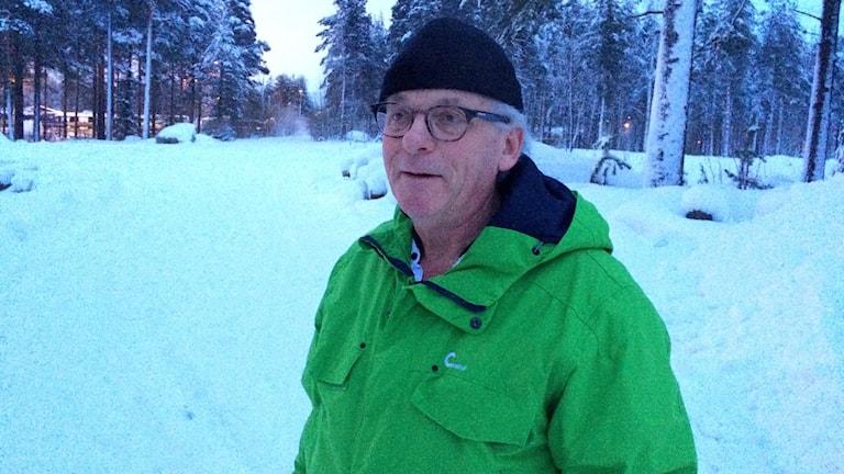 TorBjörn Nilsson vid det område som pekas ut som den nya platsen för återvinningscentral. Foto: Eleonor Norgren/P4 Norrbotten
