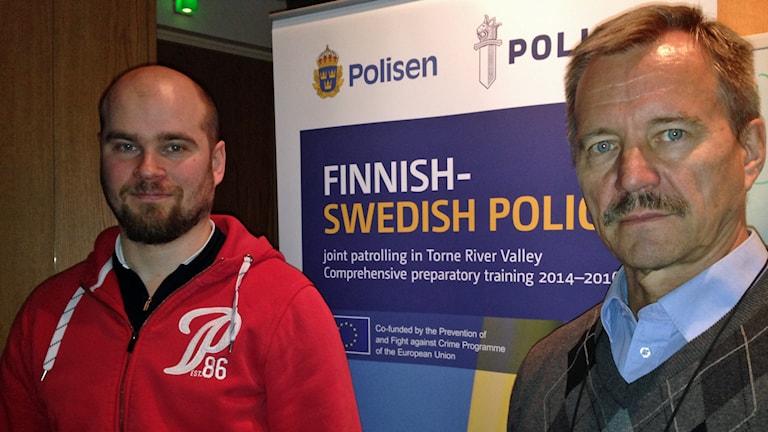 Svenska och finska polisens projektledare Mikael Rova och Veijo Anunti. Foto: Nils Eklund/Sveriges Radio.