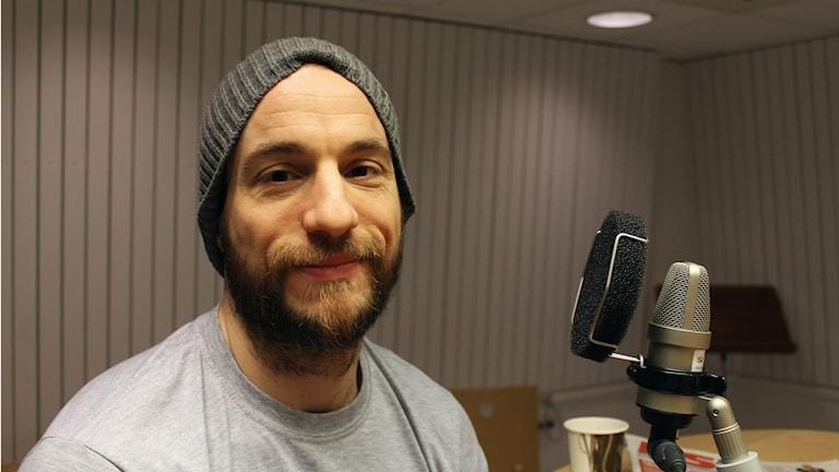 Alexander Hagman, fredagsgäst i P4 Norrbotten. Foto: Linnea Luttu/Sveriges Radio.