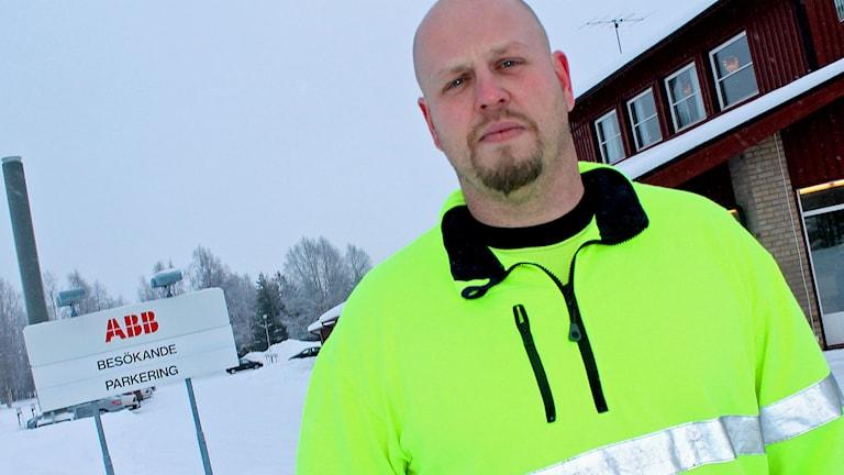 Niklas Nilsson, ABB i Öjebyn. Foto: Filip Hannu/Sveriges Radio.