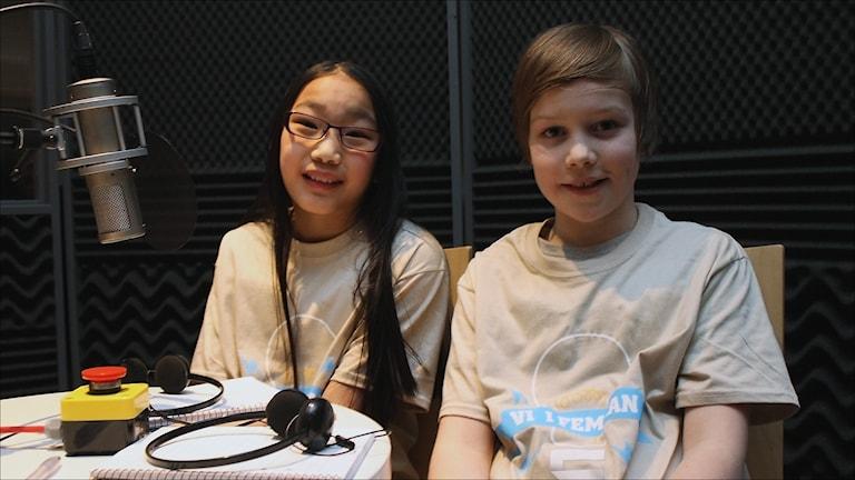 Ingrid Bergqvist Saulo och Max Köhler i Västra skolan Jokkmokk. Foto Stig-Arne Nordström/Sveriges Radio.
