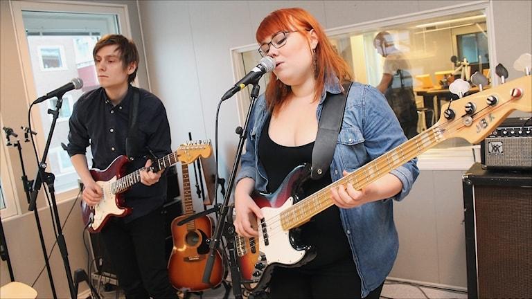 Syskonen Linnéa Bäcklund och Thomas Bäcklund Thuneström i Iris Julie. Foto Stig-Arne Nordström/Sveriges Radio
