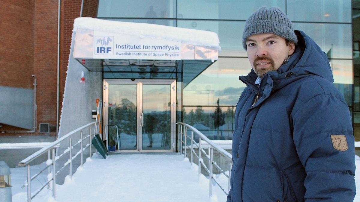 Johan Kero är forskare vid Institutet för rymdfysik i Kiruna. Foto: Alexander Linder/ Sveriges Radio.