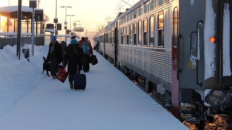 Turister kan ha svårt att hitta till den nya och tillfälliga tågstationen i Kiruna. Foto: Alexander Linder/ Sveriges Radio.