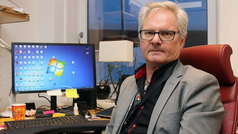 Conny Persson, rektor på Nya raketskolan i Kiruna, är kritisk till att polisen under skoltid hämtade elever som skulle lämna landet. Foto: Alexander Linder/ Sveriges Radio.