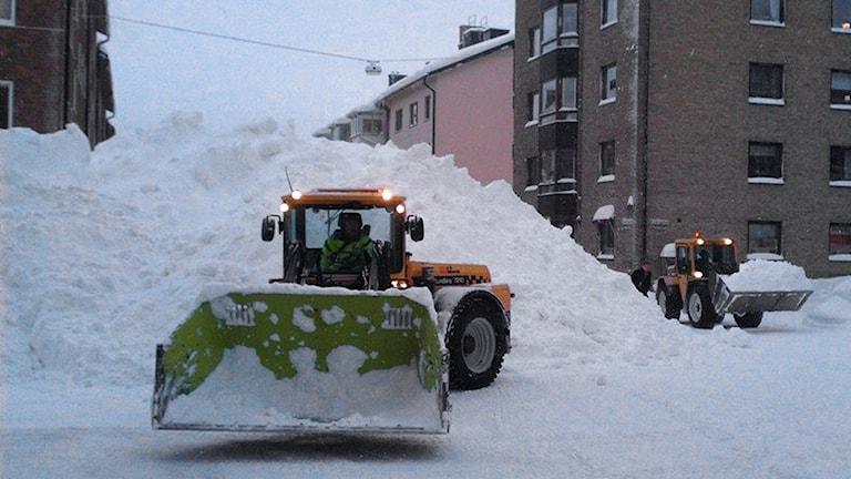 Snöskottning i centrala Luleå. Foto: André Pettersson/Sveriges Radio.