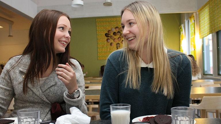 Terese Bolstad och Tove Selberg, Nya Läroverket i Luleå. Foto: Turi Wennberg/Sveriges Radio.