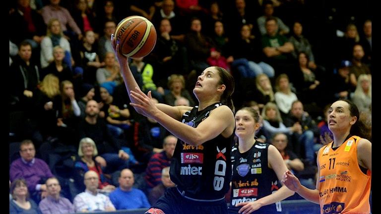 Katie Bussey i Northland basket. Foto: Alf Lindbergh/Pressbilder AB