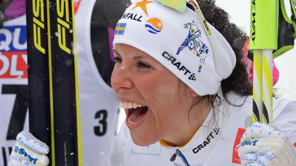 Jublande glad Charlotte Kalla. Foto: Fredrik Sandberg/TT.