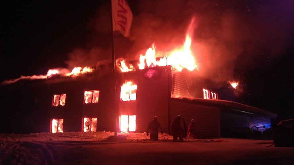 Brand i industrifastighet i Pajala. Foto: Bertil Isaksson/Sveriges Radio.