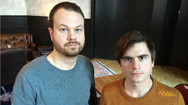 Radiojournalisterna Anton Berg och Martin Johnson. Foto: Linnea Luttu/Sveriges Radio.