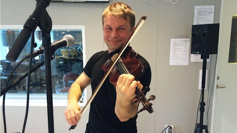 Daniel Wikslund, en av de prisade spelmännen. Foto: Linnea Luttu/Sveriges Radio.