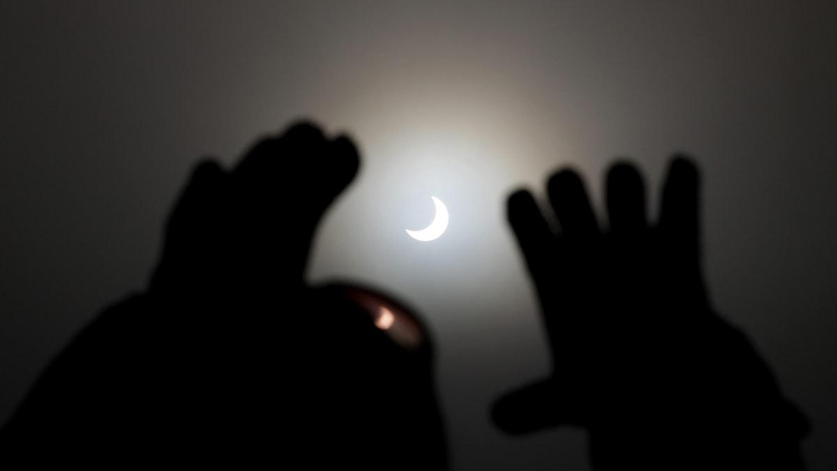 Partiell solförmörkelse. Foto: Lajos Nagy/TT