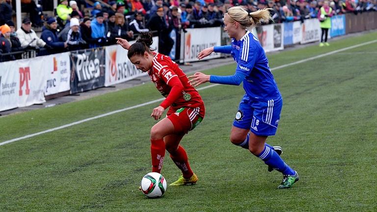 Hanna Pettersson anfaller för Piteå IF mot Vittsjö GIK. Foto: Alf Lindbergh/Pressbilder.