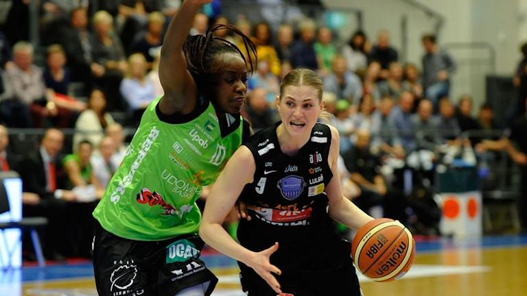 Northland Baskets Martina Stålvant mot Udominate. Foto: Alf Lindbergh/Pressbilder.
